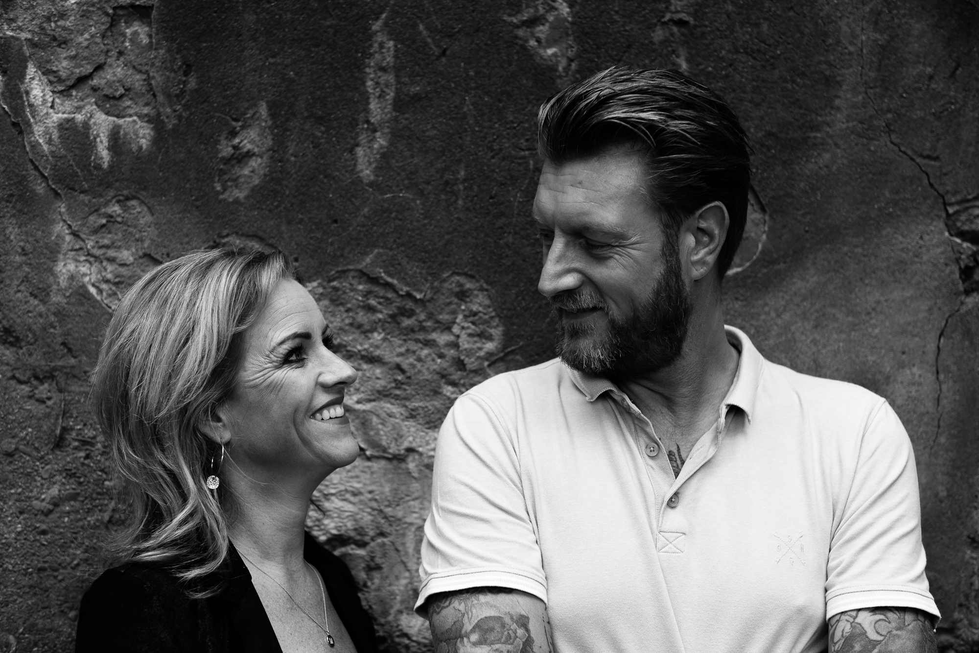 Couple portrait in front of a wall