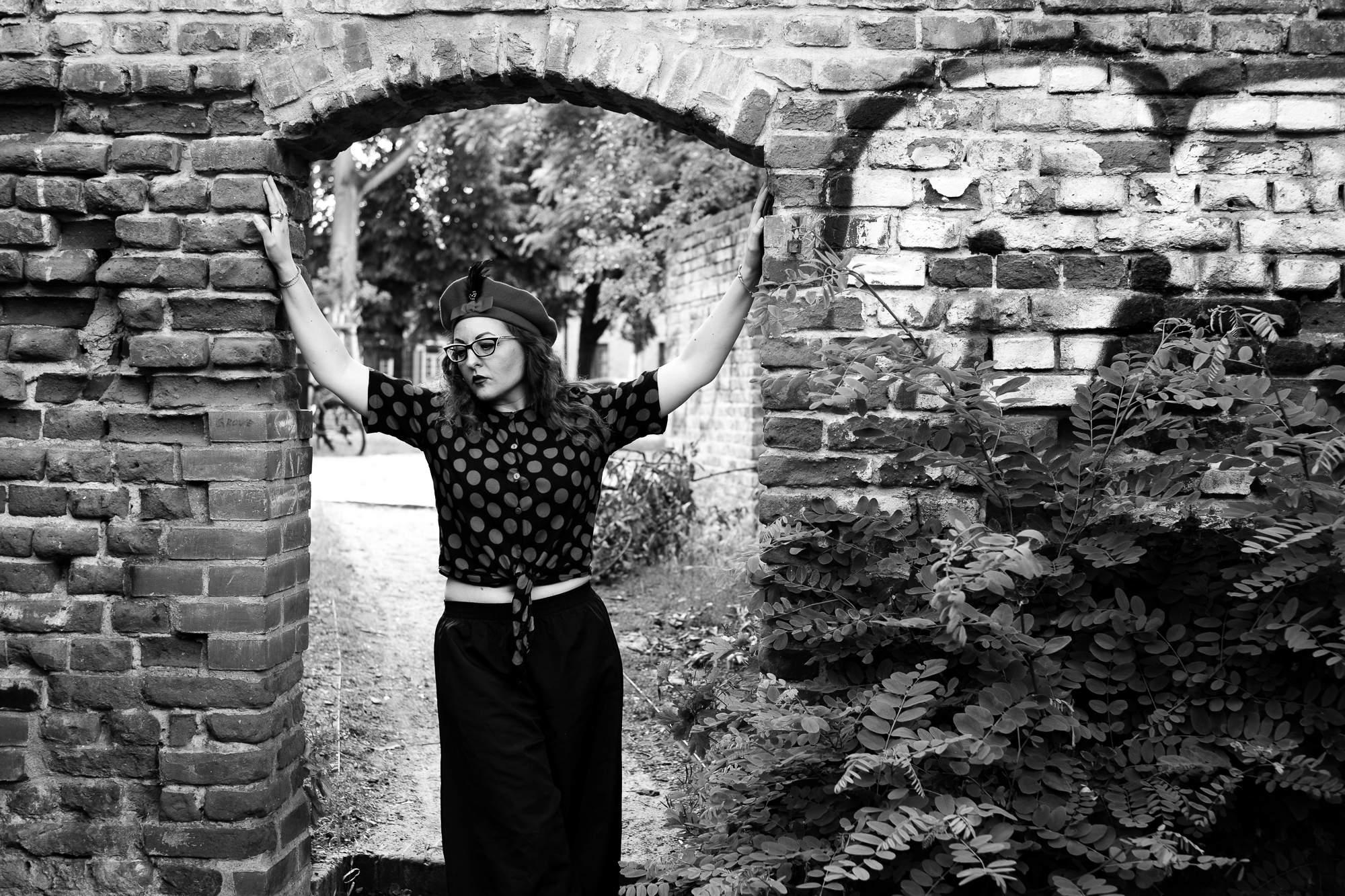 Girl in door-opening in Berlin Rixdorf